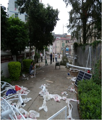 我司在深圳大鹏镇太阳能路灯项目安装现场