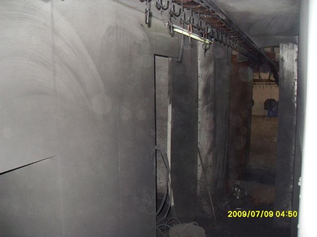 自动线喷房内部