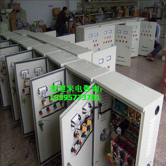 CJR-55kW油泵在线式软启动柜 消防配电柜 简述:在线式软起动柜在电压不稳定的情况下工作是最好,受到广大顾客们的喜欢。 产品概述 XJR系列电机软起动柜系我公司自主研发的新产品,是国内唯一不需要旁路接触器的软起动柜产品,本系列产品摆脱外置旁路接线带来的许多成本,是软起动应用向经济性、实用性、便利性的新突破,是软起动应用走向普及的典范。 XJR系列产品适用于三相交流异步电机(鼠笼式电机)的起动控制和保护,产品规格有22kW~800 kW,可满足三相380V电动机的频繁起动,适应海拔高度达到2200米的地