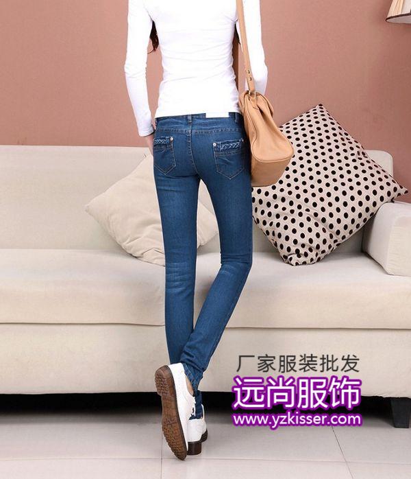 年底清仓便宜卫衣批发,远尚杂款女装牛仔裤断码低价批发