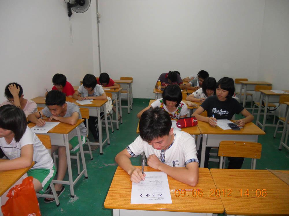 公司介绍: 广州市隽思教育培训中心成立于2011年,是一所专为高中生、初中生、小学生提供课外补习、晚修辅导、艺术培训等服务的教育培训机构。本机构现有在学学生300多人,教师团队(含兼职 )15人。凭借优质的教育资源和优秀的教师团队,致力于成绩优秀生的拔尖辅导、中等生的提优辅导、基础薄弱生的个性化辅导。 广州市隽思教育培训中心自举办以来, 帮助了一批批初中优秀学子顺利考取市区一级重点高中, 中考分数线达到区重点中学的学生人数逐年上升,至2015年中考,区重点中学上线率已达到百分之六十以上。每年中考普通高中上