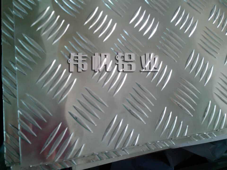 五条筋花纹板