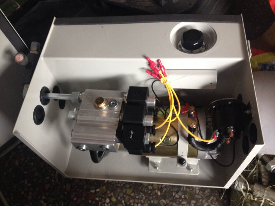 汽车尾板液压系统阀体结构图片