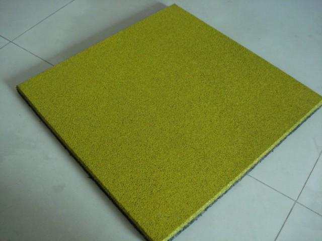 黄色安全地垫
