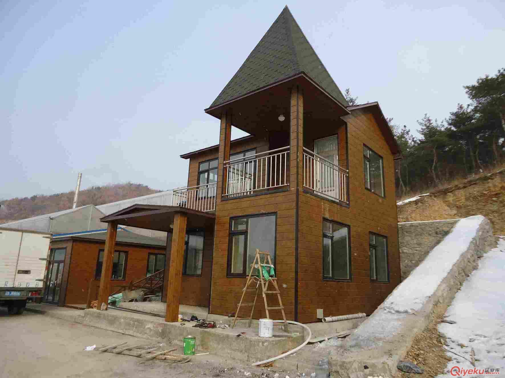 轻钢别墅木地板图片1
