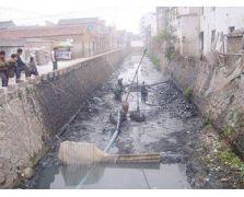 清理污水沟的污泥