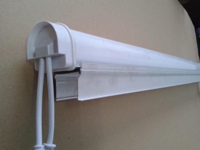 5050奶白带高铝槽外控护栏管